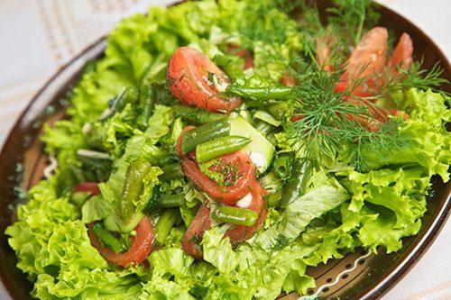 Salata cu usturoi si legume